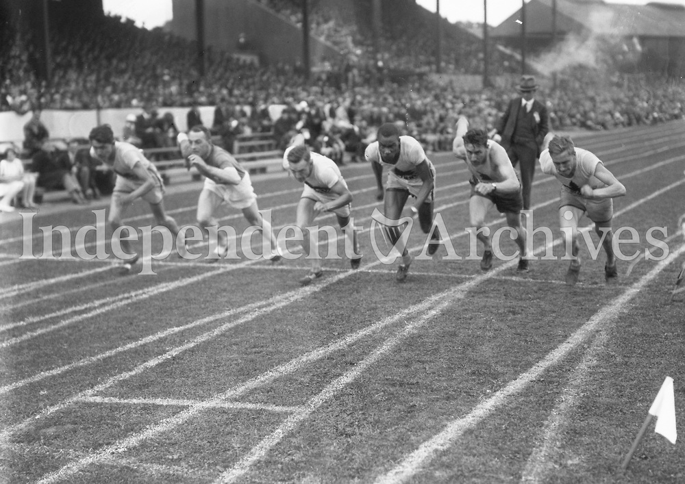 H907<br /> Aonach Tailteann Athletics - Croke Park. Start of race.<br /> 1928. (Part of the Independent Newspapers Ireland/NLI Collection)