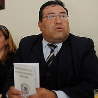 TOLUCA, México.- Marciano Javier Ramírez Trinidad, anuncio que recurrirá a los tribunales electorales federal y estatal para exigir que se le dé el registro como candidato ciudadano para gobernador del Estado de México. Agencia MVT / Crisanta Espinosa. (DIGITAL)