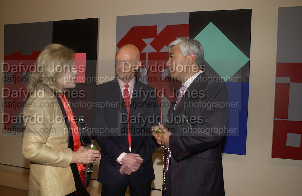 Dame Jillian Sackler, Allen Jones and Fred Kwok. Royal Academicians in China: 2003-2005. Royal academy. 11  January 2006. ONE TIME USE ONLY - DO NOT ARCHIVE  © Copyright Photograph by Dafydd Jones 66 Stockwell Park Rd. London SW9 0DA Tel 020 7733 0108 www.dafjones.com