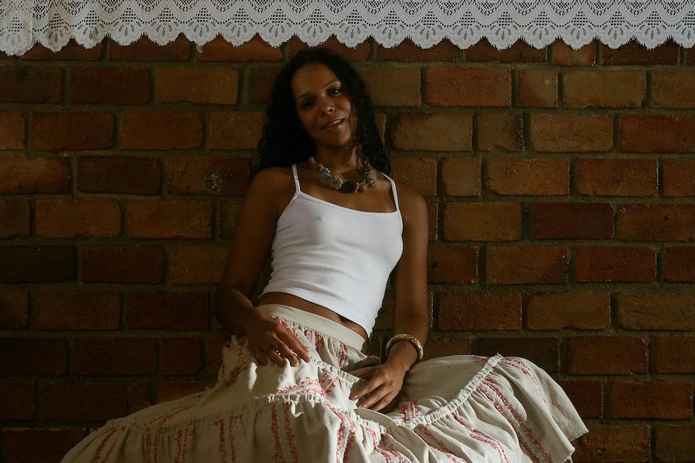 Belo Horizonte_MG, Brasil. ..Retrato da cantora Julia Ribas, filha do compositor e percussionista Marku Ribas...Portrait of Julia Ribas singer, she is daughter of the composer and percussionist Marku Ribas...Foto: LEO DRUMOND / NITRO