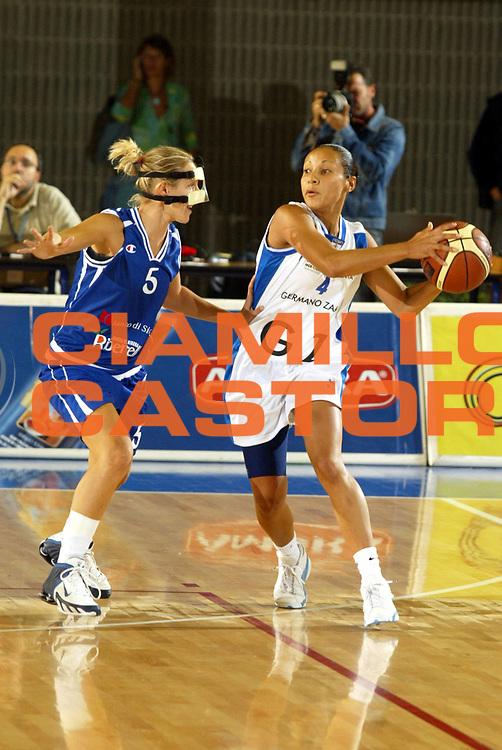 DESCRIZIONE : Taranto Lega A1 Femminile 2005-06 Germano Zama Faenza Banco Di Sicilia Ribera <br /> GIOCATORE : Adriana Moises Pinto <br /> SQUADRA : Germano Zama Faenza <br /> EVENTO : Campionato Lega A1 Femminile  2005-2006 <br /> GARA : Germano Zama Faenza Banco Di Sicilia Ribera <br /> DATA : 01/10/2006 <br /> CATEGORIA : <br /> SPORT : Pallacanestro <br /> AUTORE : Agenzia Ciamillo-Castoria
