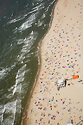 Nederland, Noord-Holland, Callantsoog, 14-07-2008; Noorzeestrand met reddingspost op zomerse maar winderig dag, badgasten zonnen achter windschermen; strand, zand, eb en vloed, getijden, zon, branding, zwemmen, pootje baden, zee, noordzee, kwal, kwallen, aanlandige wind, bay watch, EHBO, drenkeling, verdrinken. .luchtfoto (toeslag); aerial photo (additional fee required); .foto Siebe Swart / photo Siebe Swart