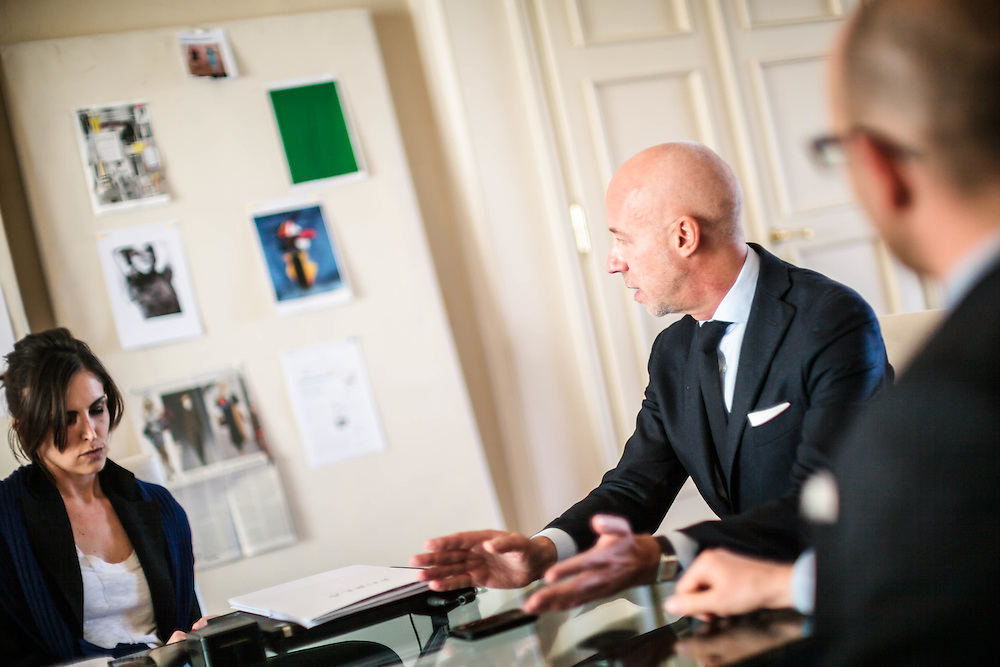 15  MAR 2012 - San Lazzaro di Savena (BO) - Furla S.p.A. - Eraldo Poletto, amministratore delegato, in riunione con i collaboratori