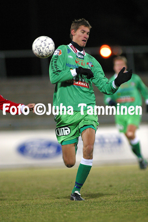 20.10.2002, Pori, Finland..Liigakarsinta 2002 / Finnish League Promotion play-off 2002..FC Jazz Pori v FC H?meenlinna..Henri Myntti - FC H?meenlinna.©Juha Tamminen