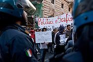 Roma 21 Aprile 2015<br /> Manifestazione  nazionale delle associazioni di migranti, sindacati e ONG, in Piazza Montecitorio, all'indomani del naufragio che ha causato la morte di 900 migranti, per chiedere un corridoio umanitario e una politica di accoglienza dignitosa. Nella foto: La polizia blocca i manifestanti che volevano arrivare alla sede del parlamento europeo.<br /> Rome April 21, 2015<br /> National demonstration of migrant associations, trade unions and NGOs, in Piazza Montecitorio, in the aftermath of the wreck that caused the death of 900 migrants, ask for a humanitarian corridor and a policy of dignified reception. Pictured: Police block protesters who wanted to get to the seat of the European parliament.