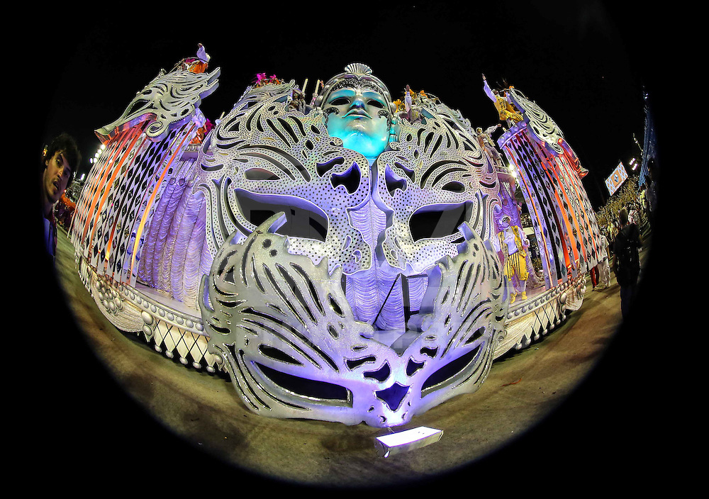 RIO DE JANEIRO, RJ, 10 DE FEVEREIRO 2013 - CARNAVAL RJ - SALGUEIRO - Integrantes da Escola de Samba Salgueiro durante primeiro dia de desfiles do Grupo Especial do Carnaval do Rio de Janeiro na Marques de Sapucaí neste domingo, 10 . (FOTO: WILLIAM VOLCOV / BRAZIL PHOTO PRESS).