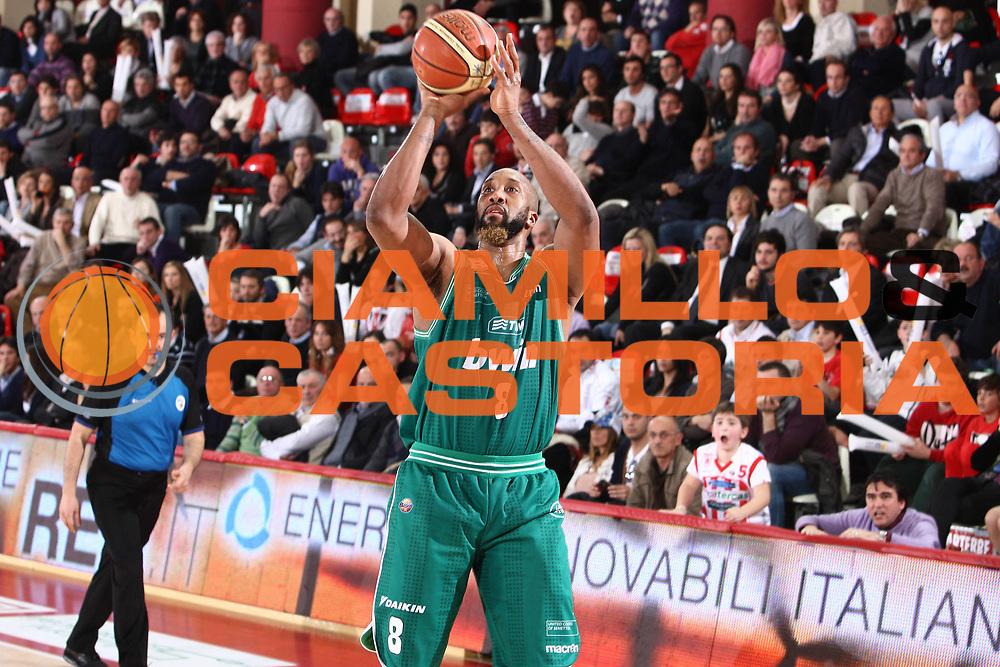 DESCRIZIONE : Teramo Lega A 2010-11 Banca Tercas Teramo Benetton Treviso<br /> GIOCATORE : Brian Skinner<br /> SQUADRA : Benetton Treviso<br /> EVENTO : Campionato Lega A 2010-2011<br /> GARA : Banca Tercas Teramo Benetton Treviso<br /> DATA : 06/03/2011<br /> CATEGORIA : tiro<br /> SPORT : Pallacanestro<br /> AUTORE : Agenzia Ciamillo-Castoria/M.Carrelli<br /> Galleria : Lega Basket A 2010-2011<br /> Fotonotizia : Teramo Lega A 2010-11 Banca Tercas Teramo Benetton Treviso<br /> Predefinita :