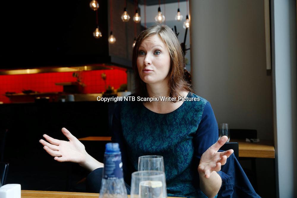OSLO  20140826.<br /> Agnes Ravatn kommer med selvhjelpsbok som blant annet skal vise hvordan vi kvinner kan f&Acirc; bedre tid. Slipp barna l&macr;s og logg av internett, r&Acirc;der Ravatn.<br /> Foto: Cornelius Poppe / NTB scanpix<br /> <br /> NTB Scanpix/Writer Pictures<br /> <br /> WORLD RIGHTS, DIRECT SALES ONLY, NO AGENCY
