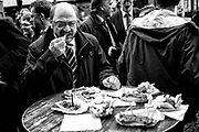 Darmstadt | Deutschland | 09.03.2017: Der designierte Kanzlerkandidat der SPD Martin besucht Darmstadt und unterst&uuml;tzt den dortigen SPD OB-Kandidaten Michael Siebel im Wahlkampf. <br /> <br /> hier: Martin Schulz st&auml;rkt sich mit Currywurst und Pommes Frites.<br /> <br /> Sascha Rheker<br /> 20170309<br /> <br /> [Inhaltsveraendernde Manipulation des Fotos nur nach ausdruecklicher Genehmigung des Fotografen. Vereinbarungen ueber Abtretung von Persoenlichkeitsrechten/Model Release der abgebildeten Person/Personen liegt/liegen nicht vor.]