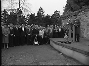Annual Wolfe Tone Commemoration.  (R65)..1987..11.10.1987..10.11.1987..11th October 1987..The annual Fianna Fáil Wolfe Tone commemoration was held at Bodenstown today, the keynote oration was given by An Taoiseach, Charles Haughey TD...Image shows a speaker opening the ceremony to commemorate Theobald Wolfe Tone.