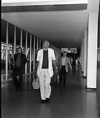 1975 - John Huston Arrives At Dublin Airport.    (J74)