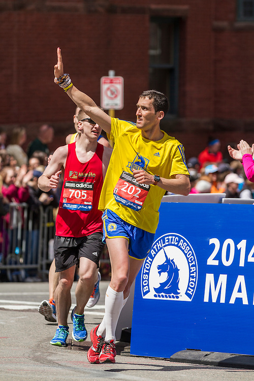 2014 Boston Marathon: turn onto Boylston Street with quarter mile to go,