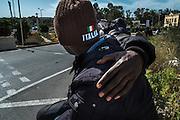 Malta, Marsa. Su questa rotonda vicino Viale Aldo Moro decine d'immigrati provenienti dall'Italia attendo un lavoro