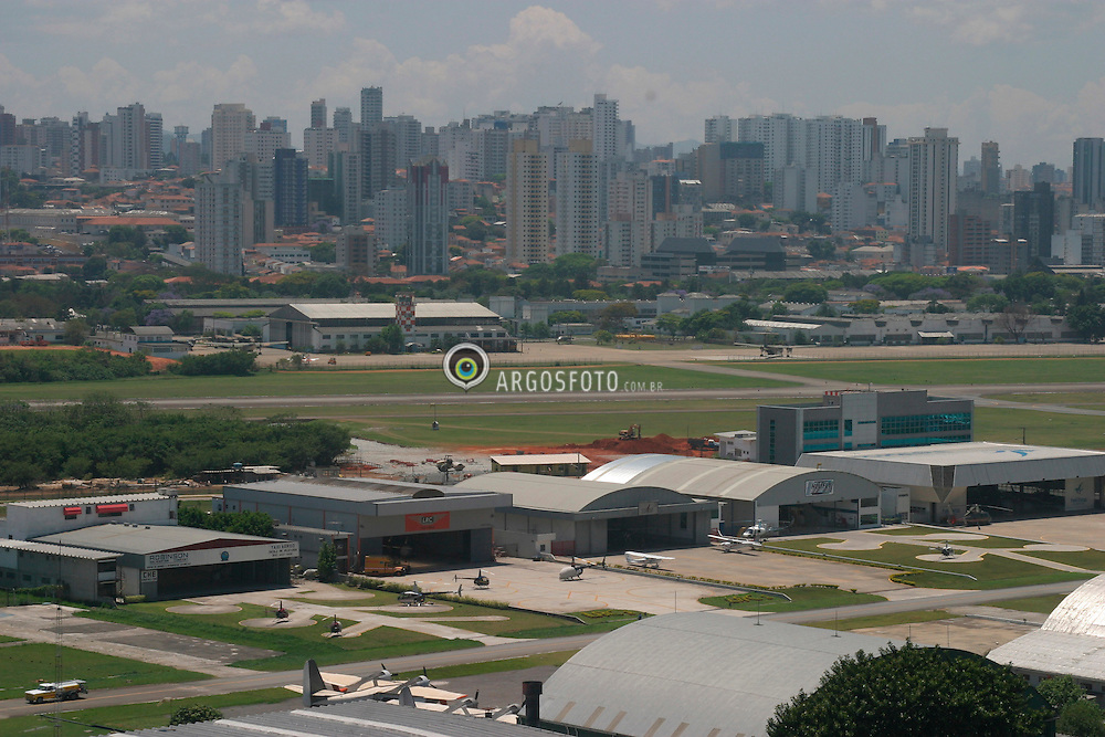 Sao Paulo, Sao Paulo, Brasil. 10/03..Base Aerea de Marte (Campo de Marte)./ Marte (Mars) Air Base..Foto © Marcos Issa/Argosfoto