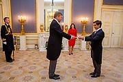 DEN HAAG - Koning Willem-Alexander heeft woensdagochtend 4 september op Paleis Noordeinde in Den Haag ter overhandiging van hun geloofsbrieven ontvangen de ambassadeur van de Franse Republiek, Z.E. Luis Vassy. Foto: Wesley de Wit