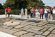 UNITED STATES-WASHINGTON-Arlington National Cemetery. The grave of former American President John F. Kennedy. PHOTO: GERRIT DE HEUS..VERENIGDE STATEN-WASHINGTON DC-Arlington National Cemetery. Het graf van President John. F. Kennedy wordt nog dagelijks door honderden mensen bezocht. PHOTO GERRIT DE HEUS