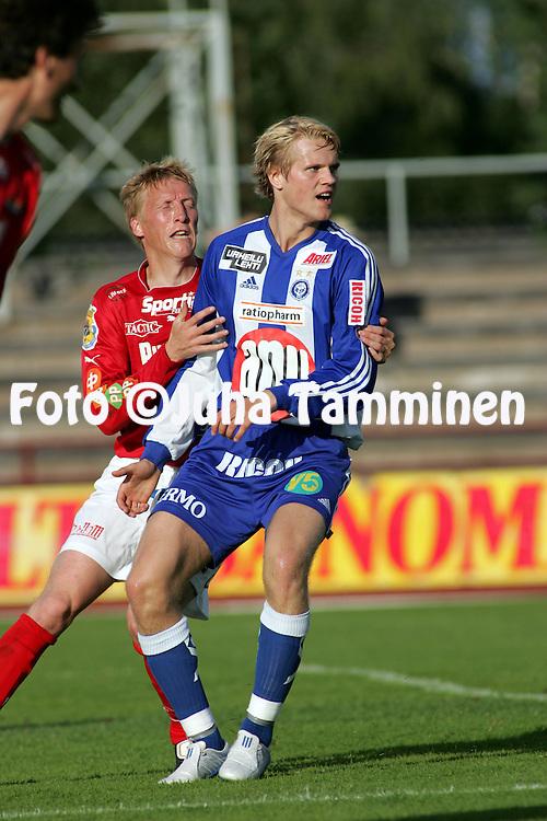 18.07.2004, Pori, Finland..Veikkausliiga 2004 / Finnish League 2004.FC Jazz v HJK Helsinki.Juho M?kel? (HJK) v Rami Nieminen (FC Jazz).©Juha Tamminen.....ARK:k