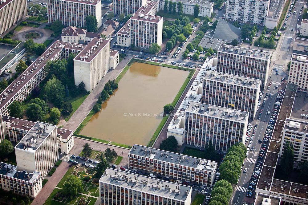 Meudon, département des Hauts-de-Seine (92), résidence du parc, interior pool.