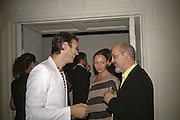 Alasdair Willis, Stella McCartney and Bill Viola, VIP opening of Bill Viola exhibition Love/Death: The Tristan project. Haunch of Venison, St Olave's College, Tooley St. London and Dinner afterwards at Banqueting House. Whitehall. 19 June 2006. ONE TIME USE ONLY - DO NOT ARCHIVE  © Copyright Photograph by Dafydd Jones 66 Stockwell Park Rd. London SW9 0DA Tel 020 7733 0108 www.dafjones.com