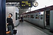 Belgie, Brussel, 27-5-2007..Geliefden nemen afscheid bij de trein naar Parijs...Foto: Flip Franssen/Hollandse Hoogte