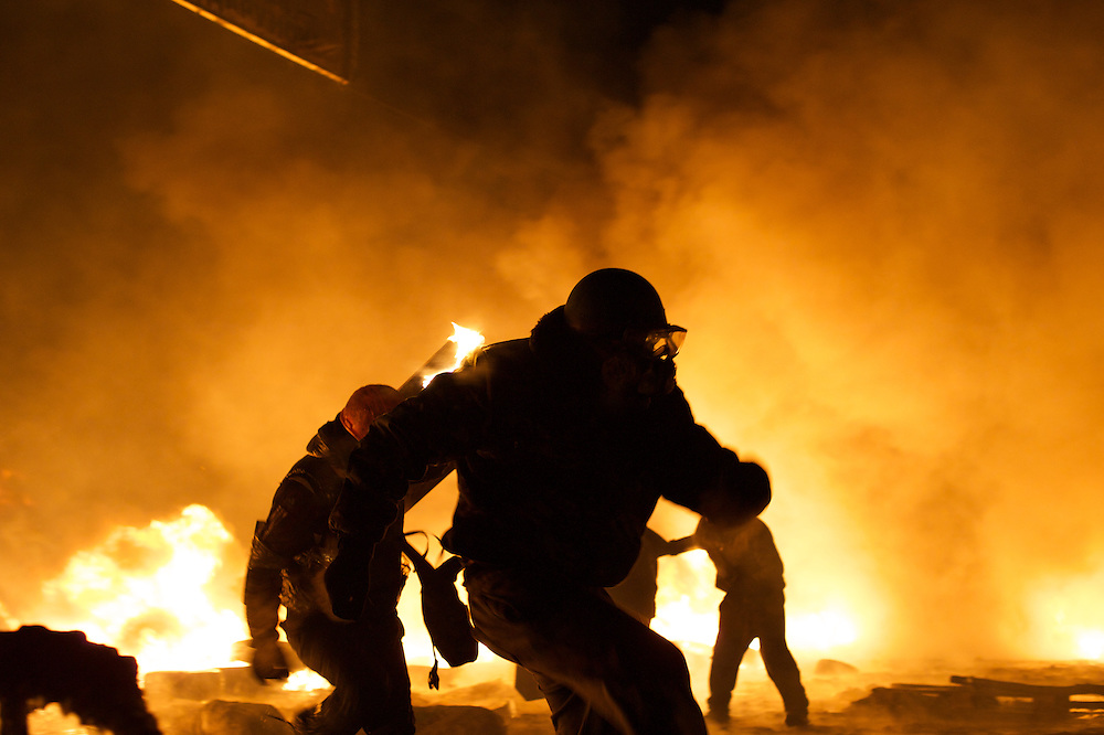 January 24, 2014 - Kiev, Ukraine: A anti-government protestor set himself on fire during an attack against the Ukrainian riot police, outside the Dynamo Kiev stadium near the Independence Square. (Paulo Nunes dos Santos)