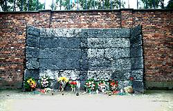 POLAND AUSCHWITZ AUG96 - The commemoration wall at Auschwitz camp I, where the Nazis used to execute their prisoners.<br /> <br /> jre/Photo by Jiri Rezac<br /> <br /> © Jiri Rezac 1996<br /> <br /> Tel:   +44 (0) 7050 110 417<br /> Email: info@jirirezac.com<br /> Web:   www.jirirezac.com