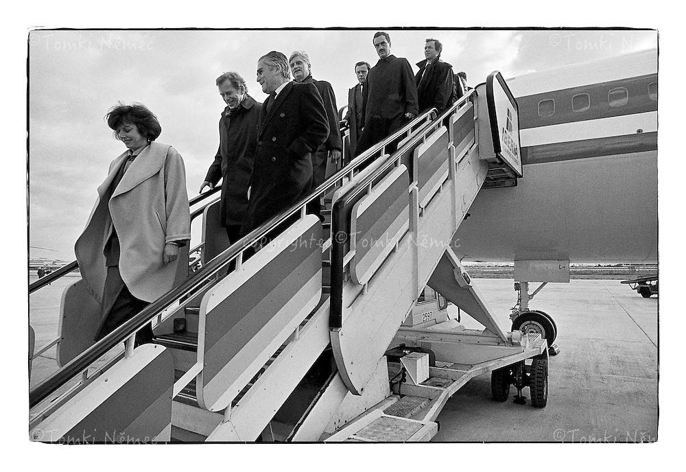*En_Spain, 1990, Arrival - President Vaclav Havel with delegation  on the official visit  in Spain                                  *Cz_Prilet - Statni navsteva Spanelska