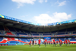PARIS, FRANCE - Friday, June 24, 2016: Wales players during a training session at the Parc des Princes ahead of the Round of 16 UEFA Euro 2016 Championship match against Northern Ireland. (Pic by David Rawcliffe/Propaganda)