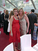 Jo Elvin and Kim Cattrall. Glamour Women Of The Year Awards 2005, Berkeley Square, London.  June 7 2005. ONE TIME USE ONLY - DO NOT ARCHIVE  © Copyright Photograph by Dafydd Jones 66 Stockwell Park Rd. London SW9 0DA Tel 020 7733 0108 www.dafjones.com