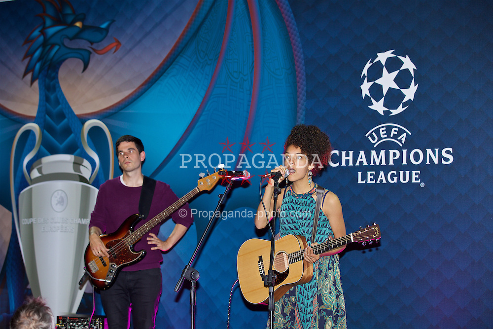 CARDIFF, WALES - Wednesday, August 31, 2016: Welsh singer Kizzy Meriel Crawford performs during a gala dinner at the Cardiff Museum to launch the UEFA Champions League Finals 2017 to be held in Cardiff. (Pic by David Rawcliffe/Propaganda)