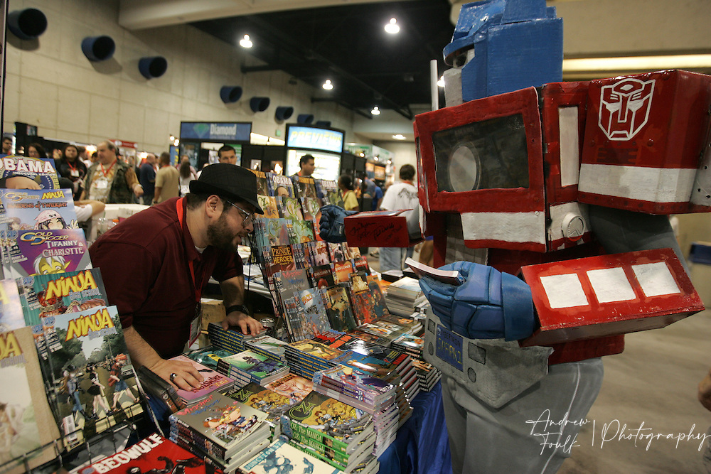 "Andrew Foulk/ Zuma Press.July 23, 2009, San Diego, California, USA.  Comic Con.  A Comic Con vendor takes a look at the autographs ""Optimus Prime"" got on his arm , during day one of the 40th annual San Diego International Comic Con."