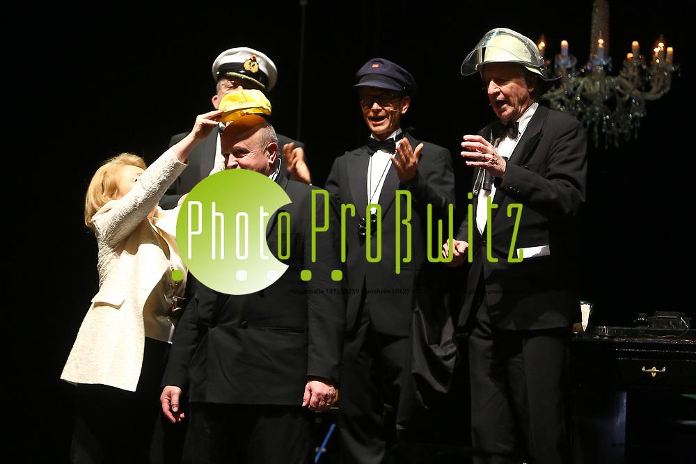 Mannheim. 11.02.18 |<br /> Nationaltheater. Gro&szlig;e b&uuml;rgerschaftliche Auszeichnung &quot;Das Bloomaul&quot; an Rolf G&ouml;tz.<br /> Das Auswahlkomitee, darunter Bert Siegelmann, Achim Weizel und Marcus Haas, entschied sich f&uuml;r Rolf G&ouml;tz. Helen Heberer h&auml;lt die Laudatio.<br /> Bild-ID 076 | Markus Pro&szlig;witz 11FEB18 / masterpress