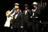 Mannheim. 11.02.18  <br /> Nationaltheater. Gro&szlig;e b&uuml;rgerschaftliche Auszeichnung &quot;Das Bloomaul&quot; an Rolf G&ouml;tz.<br /> Das Auswahlkomitee, darunter Bert Siegelmann, Achim Weizel und Marcus Haas, entschied sich f&uuml;r Rolf G&ouml;tz. Helen Heberer h&auml;lt die Laudatio.<br /> Bild-ID 076   Markus Pro&szlig;witz 11FEB18 / masterpress