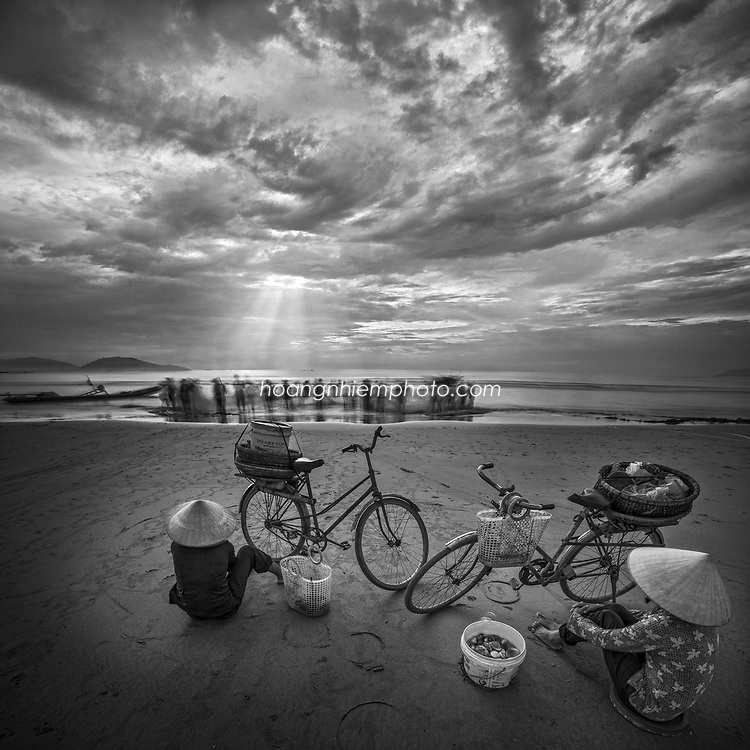 Vietnam Images-daily life-People-seascape hoàng thế nhiệm