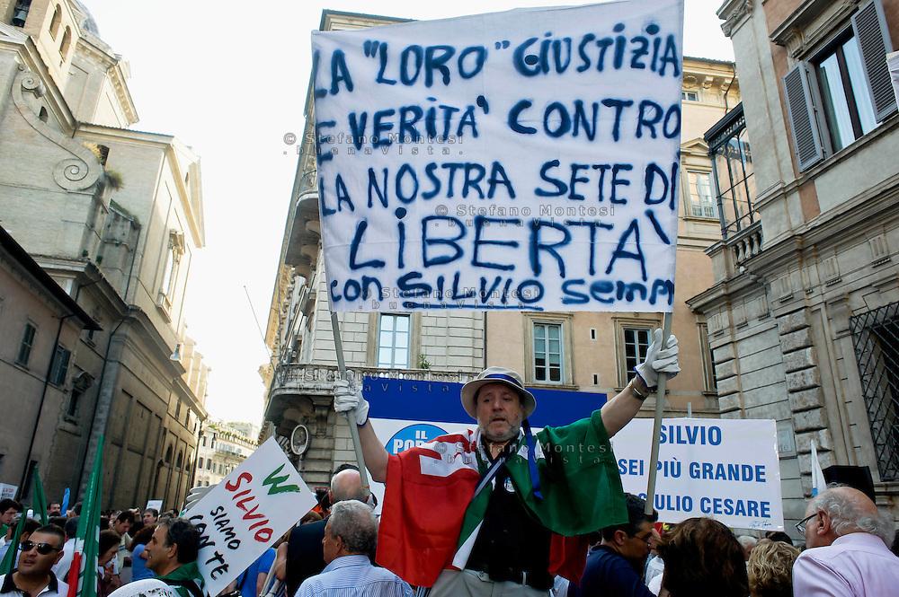 Roma 4 Agosto 2013<br /> Manifestazione  del PdL  contro la condanna della Cassazione a Silvio Berlusconi nel processo Mediaset, in via del Plebiscito davanti  Palazzo Grazioli,la residenza di Berlusconi.