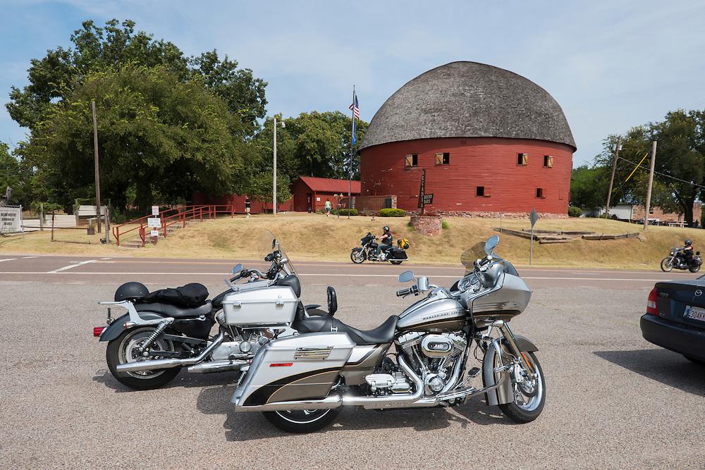 USA,Midwest,Oklahoma, Route 66, Arcadia Round barn