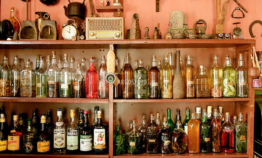 Armazem da Rita, em Milho Verde, distrito de Serro, Minas Gerais, Brasil. O bar serve 150 tipos de sabores de cachaca  / Saloon at Milho Verde city, state of Minas Gerais, Brazil.