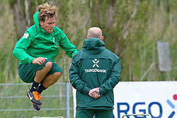04.07.2011, An der Muehle, Norderney, GER, 1.FBL, Trainingslager Werder Bremen, morgendliche Strandlauf bei einer steifen Brise, im Bild Clemens Fritz (Bremen #8) Thomas Schaaf (Trainer Werder Bremen).  // during trainingsession from Werder Bremen 2011/07/03    EXPA Pictures © 2011, PhotoCredit: EXPA/ nph/  Kokenge       ****** out of GER / CRO  / BEL ******