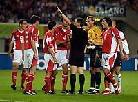 Fotball<br /> 04.09.2004<br /> Foto:SBI/Digitalsport<br /> NORWAY ONLY<br /> <br /> Østerrike v England<br /> World Cup Qualifier<br /> <br /> Austria protest the award of the controversial backpass, led by former Arsenal goalkeeper Alex Manninger