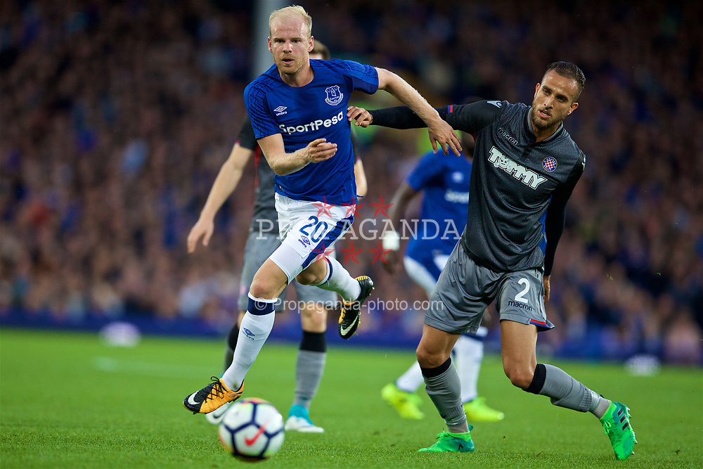 LIVERPOOL, ENGLAND - Thursday, August 17, 2017: Everton's Davy Klaassen during the UEFA Europa League Play-Off 1st Leg match against HNK Hajduk Split at Goodison Park. (Pic by David Rawcliffe/Propaganda)