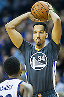 MEMPHIS, TN - DECEMBER 10:  Shaun Livingston #34 of the Golden State Warriors looks to make a pass while being defended by Troy Daniels #30 of the Memphis Grizzlies at the FedExForum on December 10, 2016 in Memphis, Tennessee.  The Grizzlies defeated the Warriors 110-89.  NOTE TO USER: User expressly acknowledges and agrees that, by downloading and or using this photograph, User is consenting to the terms and conditions of the Getty Images License Agreement.  (Photo by Wesley Hitt/Getty Images) *** Local Caption *** Shaun Livingston; Troy Daniels