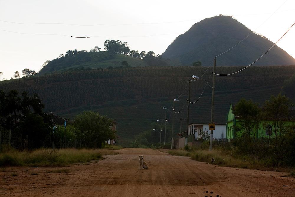 Pedra Bonita_MG, Brasil...Estrada de terra em Pedra Bonita...A dirty road in Pedra Bonita...Foto: LEO DRUMOND / NITRO