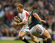Twickenham, GREAT BRITAIN, Josh LEWSEY, slips, goes past, Doen CARSTENS,  during the, Investec 2006 Rugby Challenge, England vs South Africa, at Twickenham Stadium, ENGLAND on Sat 25.11.2006. [Photo, Peter Spurrier/Intersport-images]