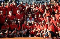 Stanislas WAWRINKA    avec le personnel d entretien des courts  - 07.06.2015 - Jour 15 - Finale Messieurs - Roland Garros 2015<br /> Photo : Nolwenn Le Gouic / Icon Sport