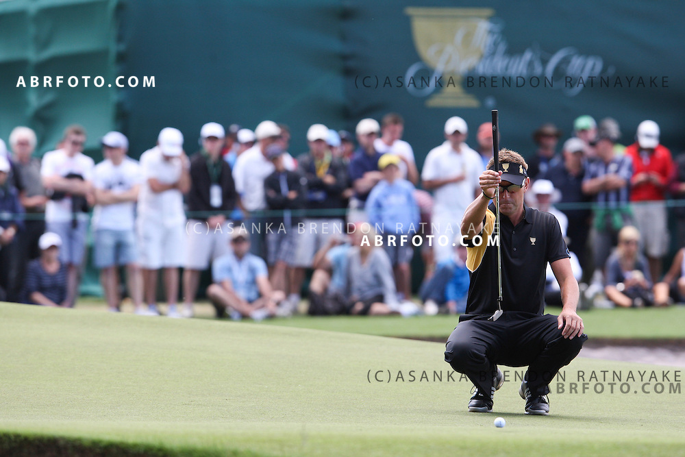 20 November 2011 : Robert Allenby reads the green by holding up his putter during the fifth-round Sunday Final round single ball matches at the Presidents Cup at the Royal Melbourne Golf Club in Melbourne, Australia. .