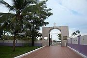Bocas del Toro es una provincia de Panamá.<br /> Los europeos llegaron por primera vez a este territorio el 6 de octubre de 1502, durante el cuarto y último viaje de Cristobal Colón a América. Desde la época colonial, a partir de 1502, fue parte de la Gobernación de Veraguas y a partir de 1821, con la independencia de Panamá de España y posterior unión a la Gran Colombia, pasó a ser parte del Departamento de Panamá y en 1903, tras la Separación de Panamá de Colombia, es parte de la República de Panamá.<br /> En el año 1997 parte de su territorio fue dada a la Comarca Ngäbe Buglé.<br /> Se basa en la economía de servicios y turismo, su principal cultivo es el banano donde registra un gran aporte al país en cuanto a exportación, principalmente a los Estados Unidos y Europa.