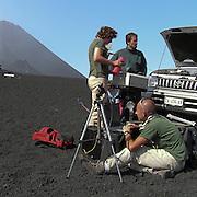 Vulcanologi prelevano campioni d'aria per monitorare l'attività dell'Etna...Volcanologists taking air samples to check the Etna's activity.