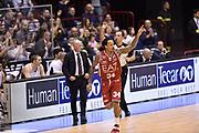 DESCRIZIONE : Milano Lega A 2014-15 <br /> EA7 Olimpia Milano - Acea Virtus Roma <br /> GIOCATORE : Dave Moss<br /> CATEGORIA : esultanza mani <br /> SQUADRA : EA7 Olimpia Milano<br /> EVENTO : Campionato Lega A 2014-2015 <br /> GARA : EA7 Olimpia Milano - Acea Virtus Roma<br /> DATA : 12/04/2015<br /> SPORT : Pallacanestro <br /> AUTORE : Agenzia Ciamillo-Castoria/GiulioCiamillo<br /> Galleria : Lega Basket A 2014-2015  <br /> Fotonotizia : Milano Lega A 2014-15 EA7 Olimpia Milano - Acea Virtus Roma