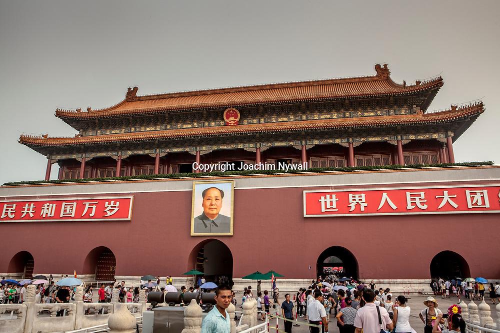 2011 08 Beijing Kina China<br /> Ing&aring;ngen till den f&ouml;rbjudna staden med portr&auml;ttet av Mao<br /> <br /> ----<br /> FOTO : JOACHIM NYWALL KOD 0708840825_1<br /> COPYRIGHT JOACHIM NYWALL<br /> <br /> ***BETALBILD***<br /> Redovisas till <br /> NYWALL MEDIA AB<br /> Strandgatan 30<br /> 461 31 Trollh&auml;ttan<br /> Prislista enl BLF , om inget annat avtalas.