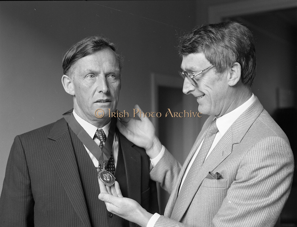 New president of the Institute of Tocation receiving a chain,<br /> 15th May 1984